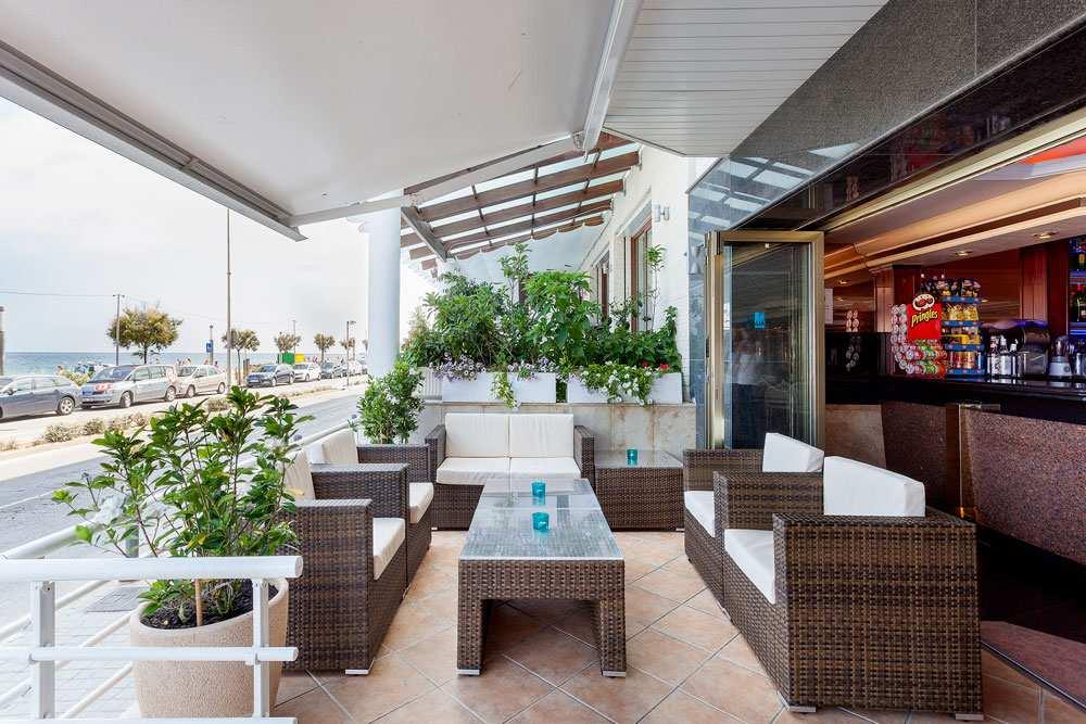 В отеле Pi Mar Blanes есть много услуг, таких как ресторан, кафетерий, ресепшн, бассейн, спа и велнес, тренажерный зал, развлечения, теннис и весло.