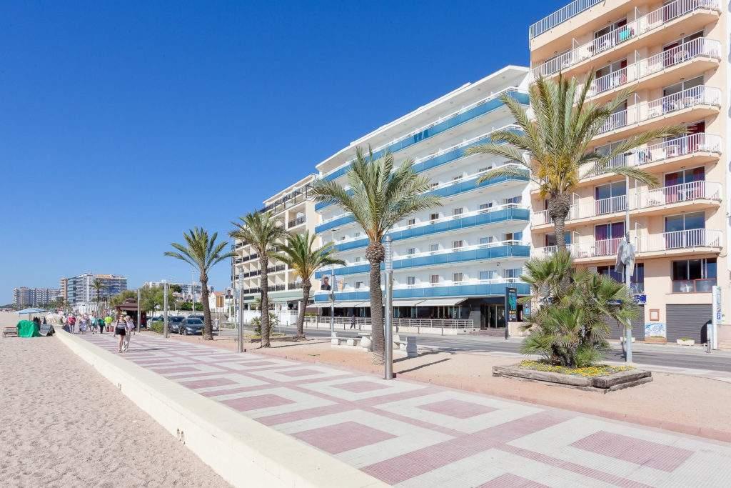 El hotel pimar & spa es un hotel familiar situado en blanes, justo delante de la playa de s'abanell, la más extensa de la costa brava.